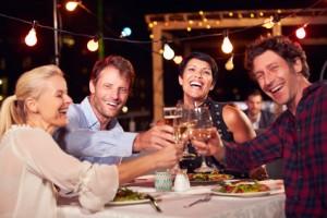 salud dental cena amigos verano